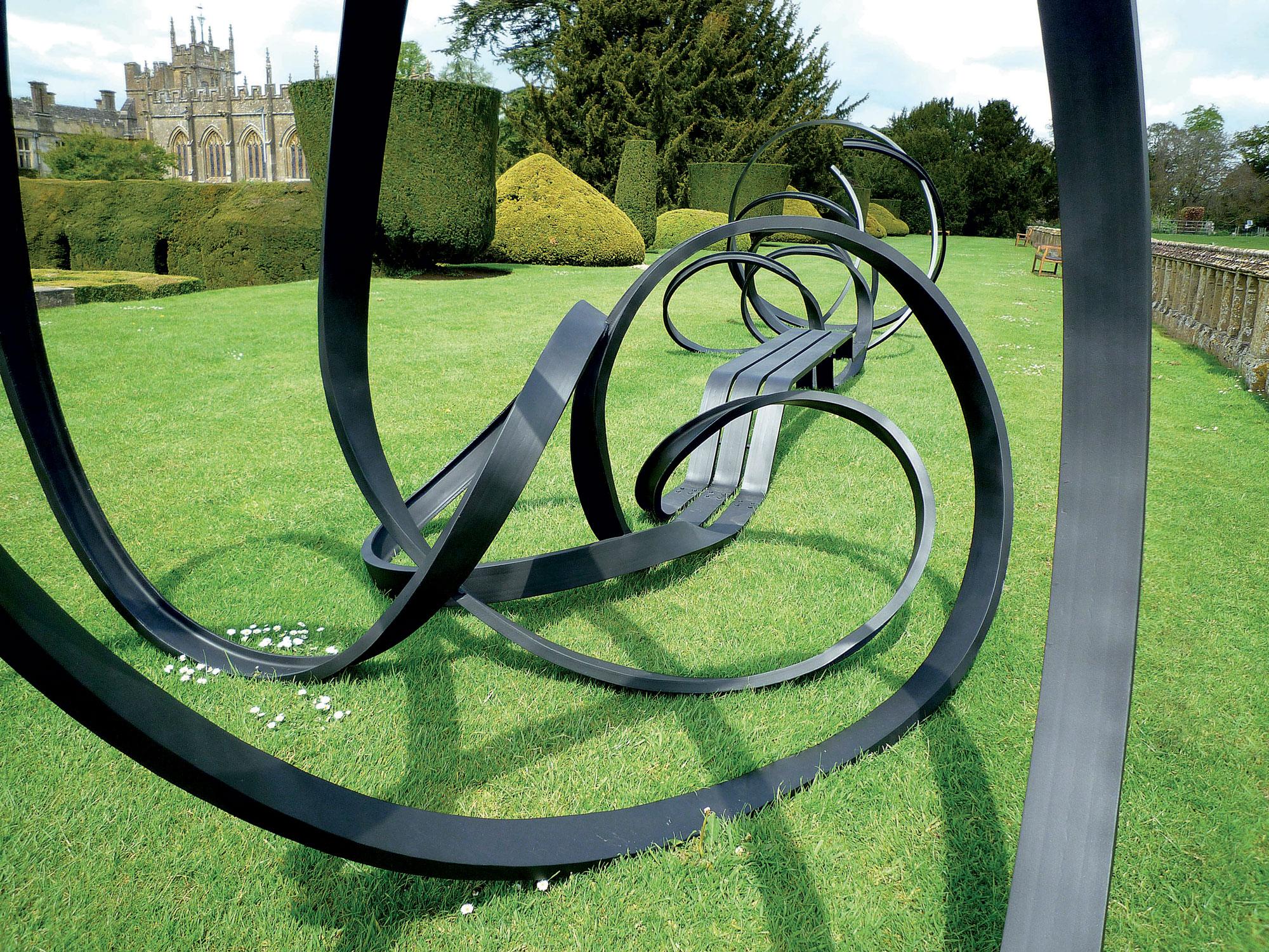 Garabatos sculpture by Pablo Reinoso